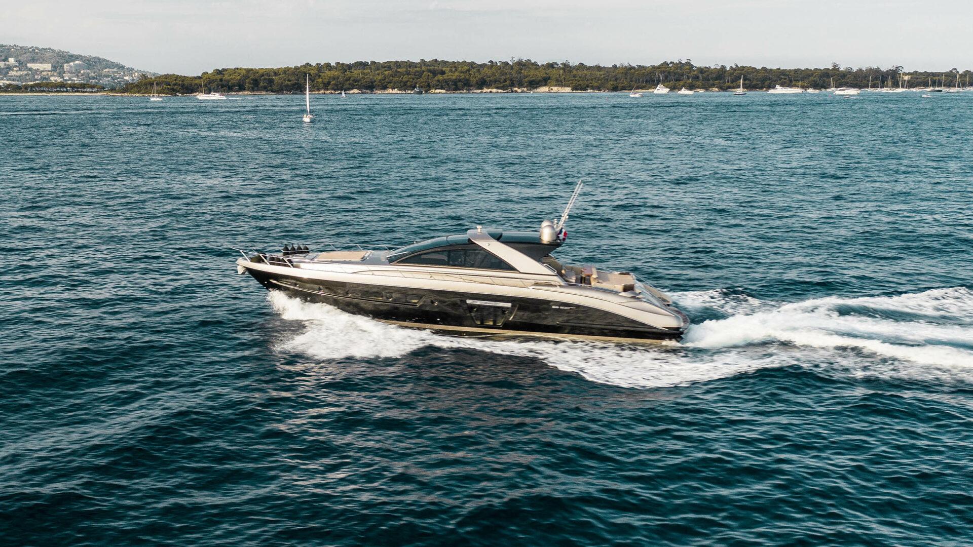https://lengersyachts.com/wp-content/uploads/2018/09/Riva-Ego-Super-20-exterior-Lengers-Yachts-4-1920x1080.jpg
